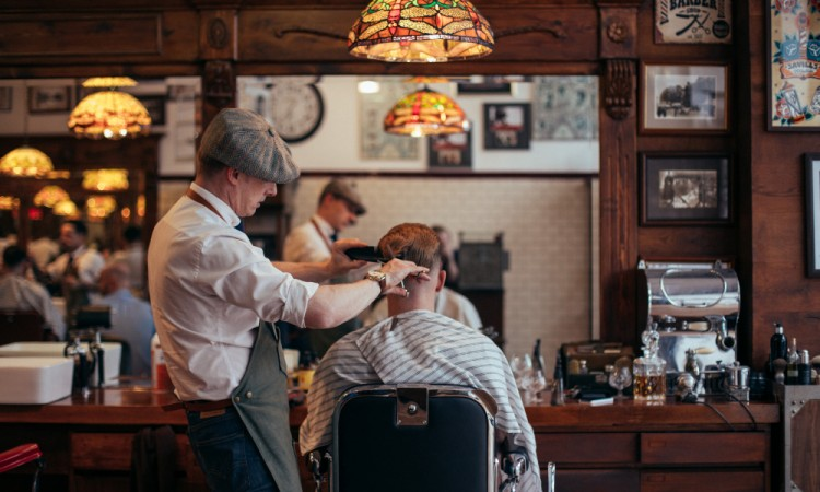 Master barber Joth Davies at work